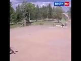 Опубликовано видео с перевернувшимся вместе с детьми батутом в Ленобласти