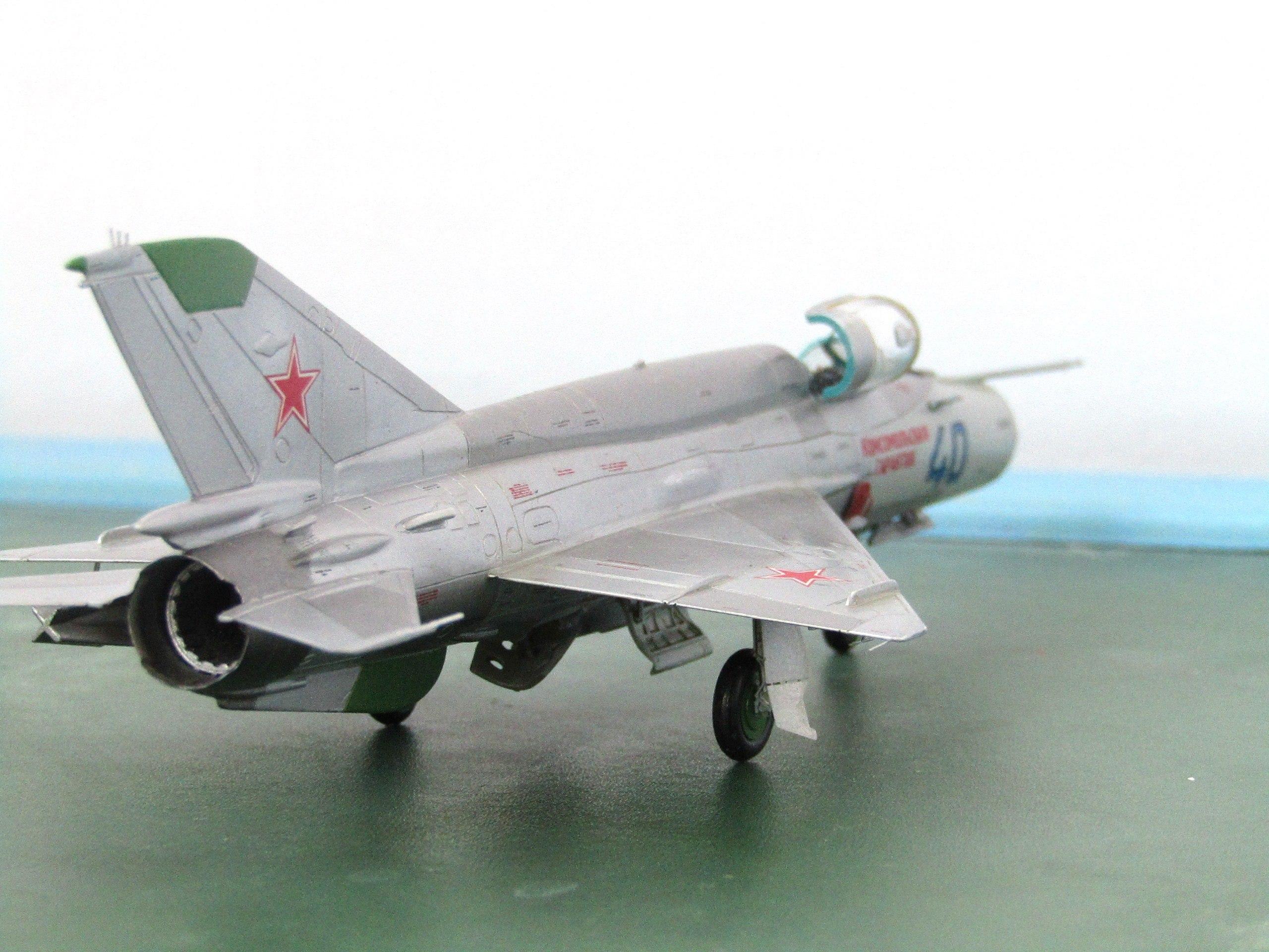 МиГ-21БИС 1/72 (Звезда) 9AsaFqD08Rg