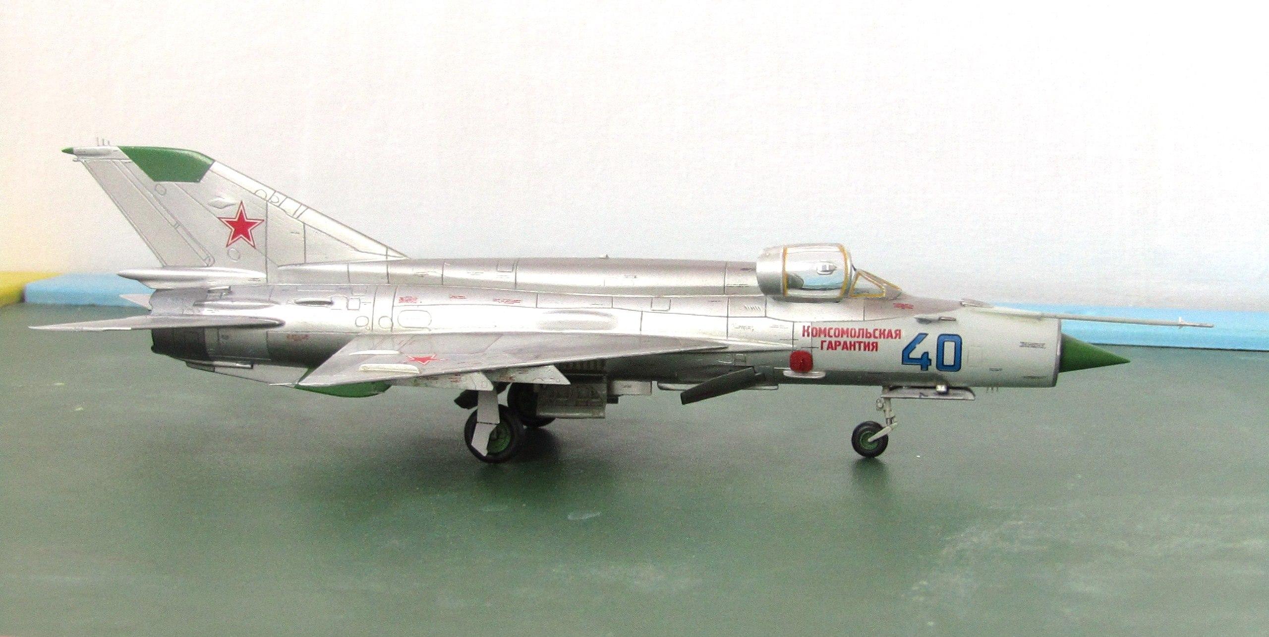 МиГ-21БИС 1/72 (Звезда) Hl7uxUoQ1IU