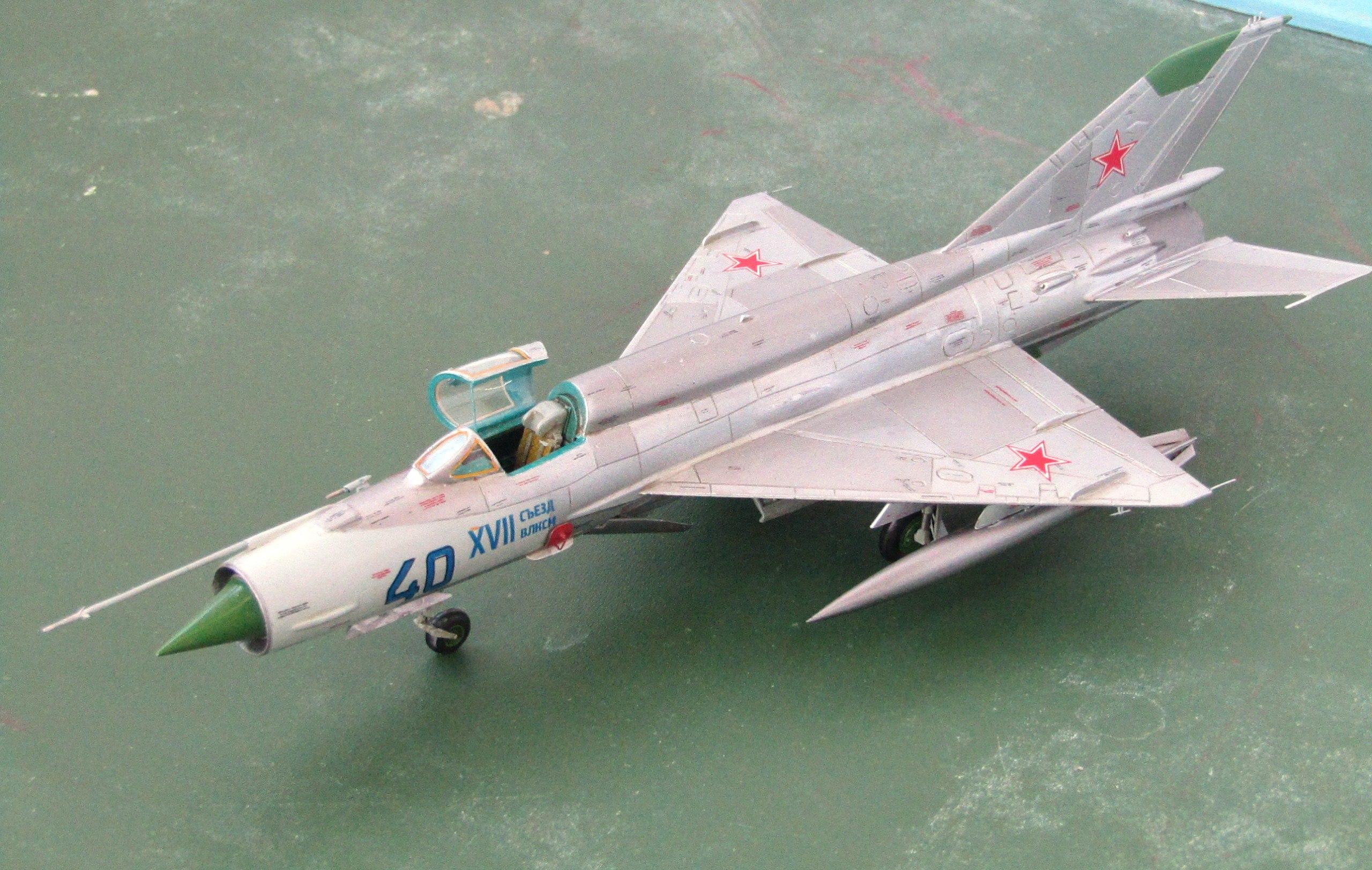 МиГ-21БИС 1/72 (Звезда) Pmf0t9b7aFo