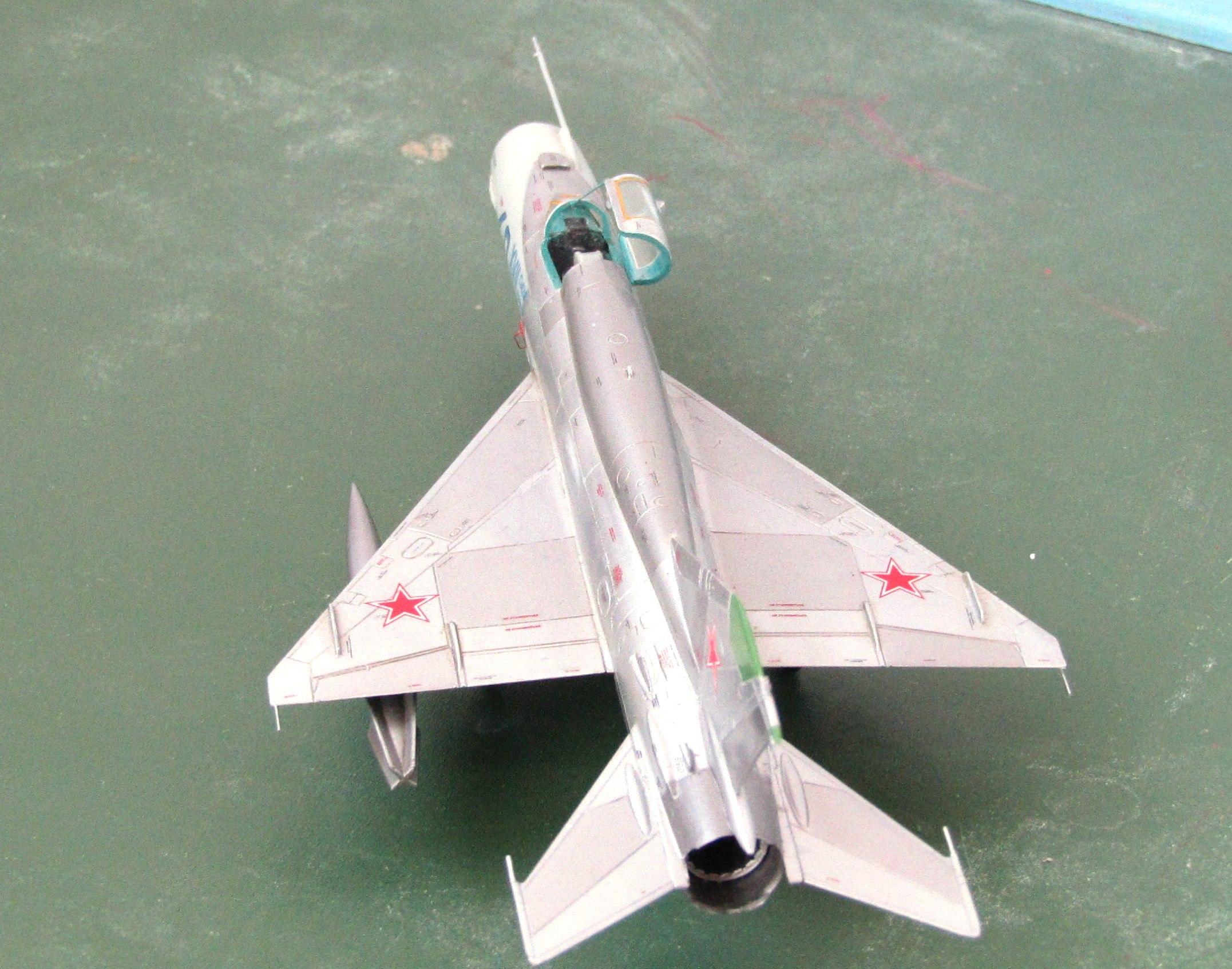 МиГ-21БИС 1/72 (Звезда) KVRLW2tyn1w