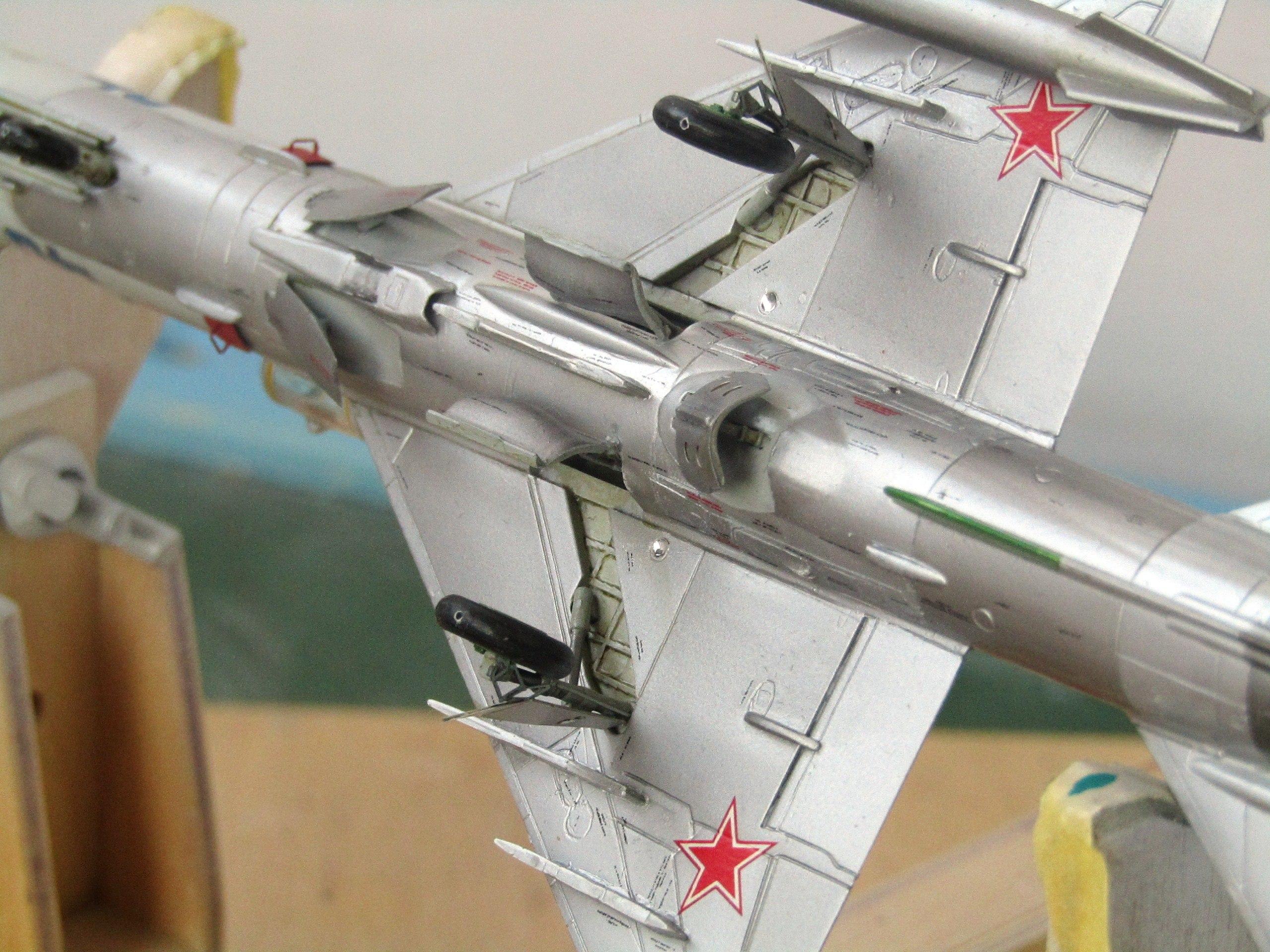 МиГ-21БИС 1/72 (Звезда) EtBa1r-JPmU