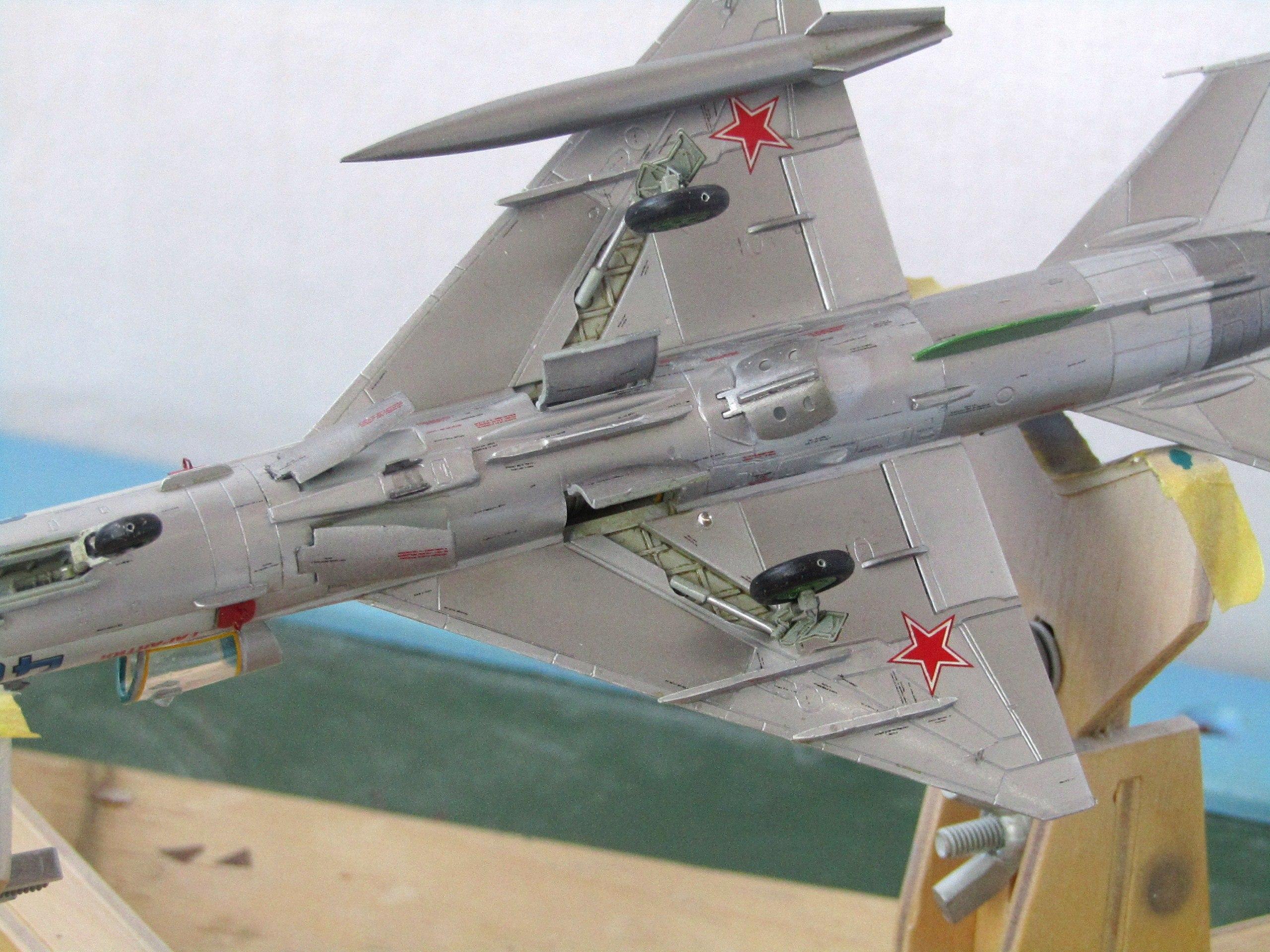 МиГ-21БИС 1/72 (Звезда) COFXGzfE7hM