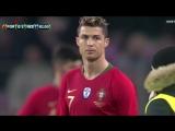 Швейцарские комики расцеловали Криштиану Роналду во время матча