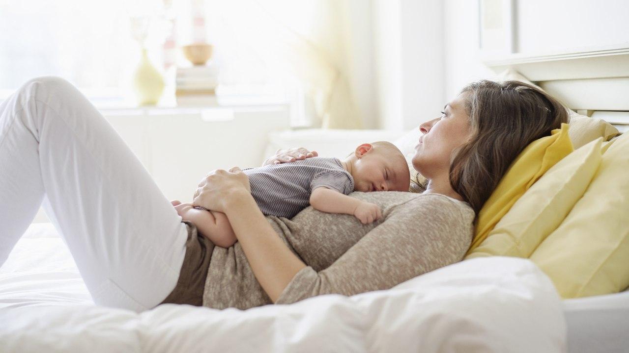 Как научить ребенка переворачиваться с живота на спинку ?