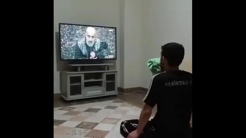 Когда смотришь свой любимый сериал.