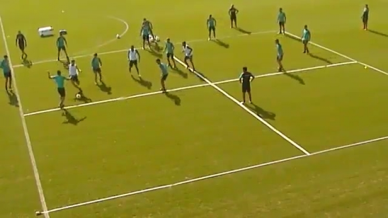 Interesting training drill from Villarreal that combines two possession spaces plus 3 defe