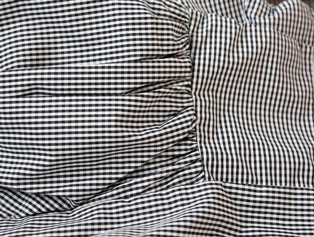 Просто шикарная блуза-топ с воланом на одно плечо
