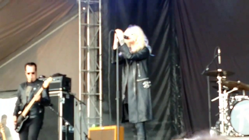The Pretty Reckless - Follow Me Down (Louder Than Life)