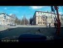 ПОЧИНИЛ АХАХАХ В Кемерово столб со светофором упал на проезжую часть от прикосновения палки.