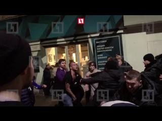 Массовая драка на Болотной площади (18+)