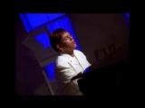 Elton John исполнил песню Can You Feel the Love Tonight (из мультфильма Король Лев)