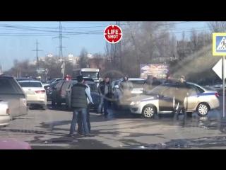 В Ростове-на-Дону мужчина, угрожая кинжалом, взял заложника