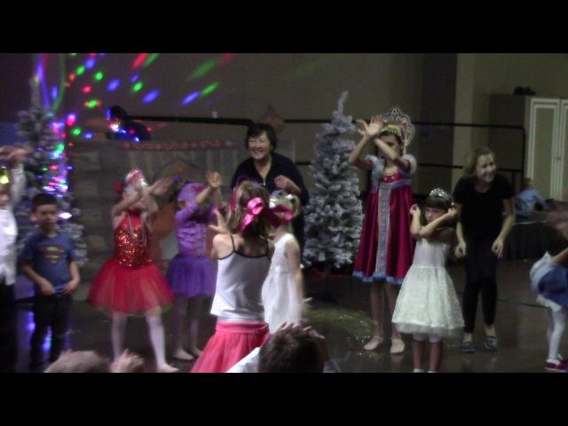 Мы повесим шарики а потом фонарики Children's New Year performance 2016
