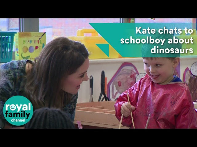 Kate chats to schoolboy about dinosaurs