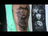 Guerrera con cabeza de lobo y rosa tatuaje blanco y negro