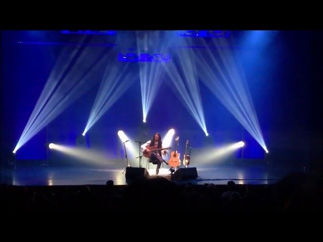 Estas Tonne : Compilation of glimpses of a concert in Istambul - March 9, 2018