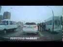 Драка таксиста и водителя маршрутки на Лукашевича, Омск