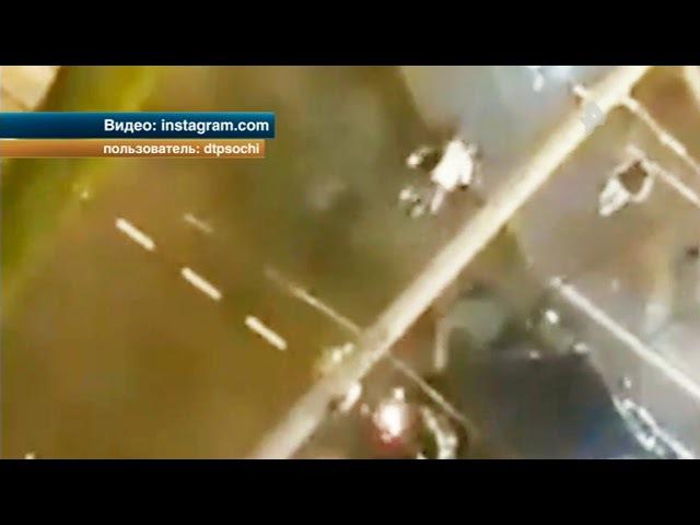 В Сочи автохам на Гелике сбил людей в центре города
