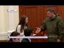 Глава ДНР вручил ключи от квартир двум молодым врачам из Шахтёрска 27 12 2017 Панор