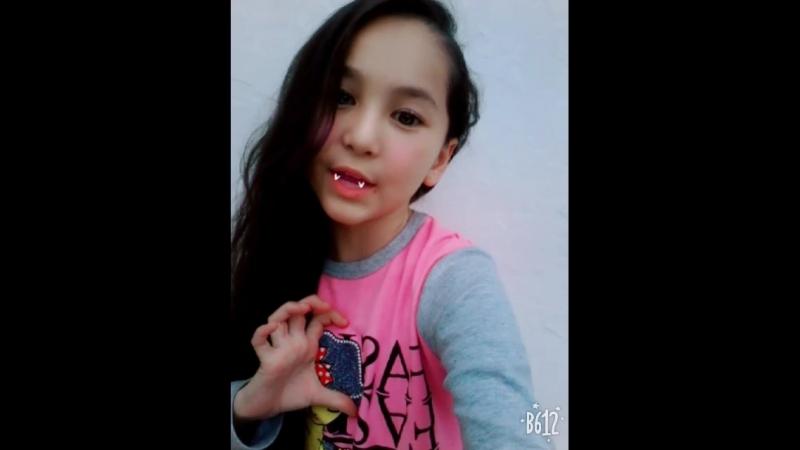 Кто любит девочка вампир я обажаю❤❤❤❤❤❤❤❤