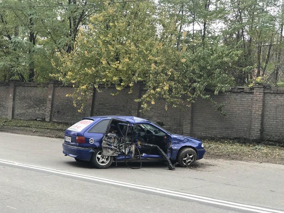 В Таганроге водитель Hyundai Santa Fe спровоцировал ДТП с автомобилем такси, пострадала женщина