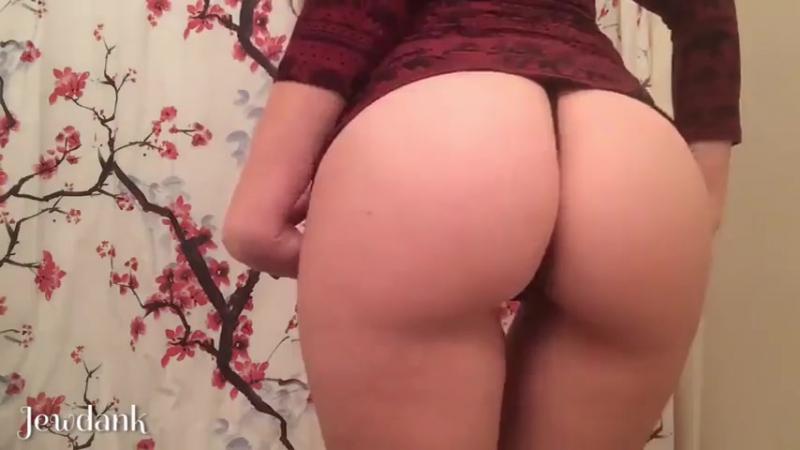 Думала то никто не будет смотреть на ее попку Sex секс эротика сиськи попки тверк порно частное вирт цп перископ анал фетиш
