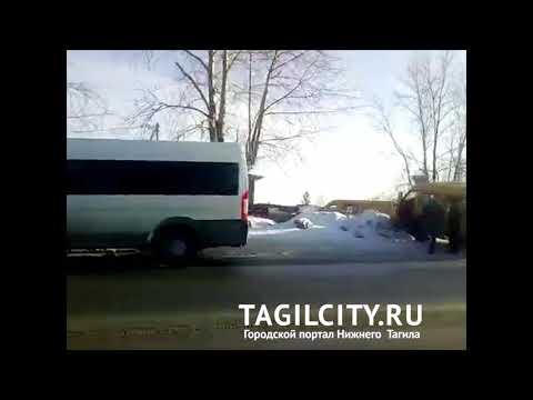 Маршрутка с пассажирами вылетела на обочину на ул. Алтайская в Нижнем Тагиле
