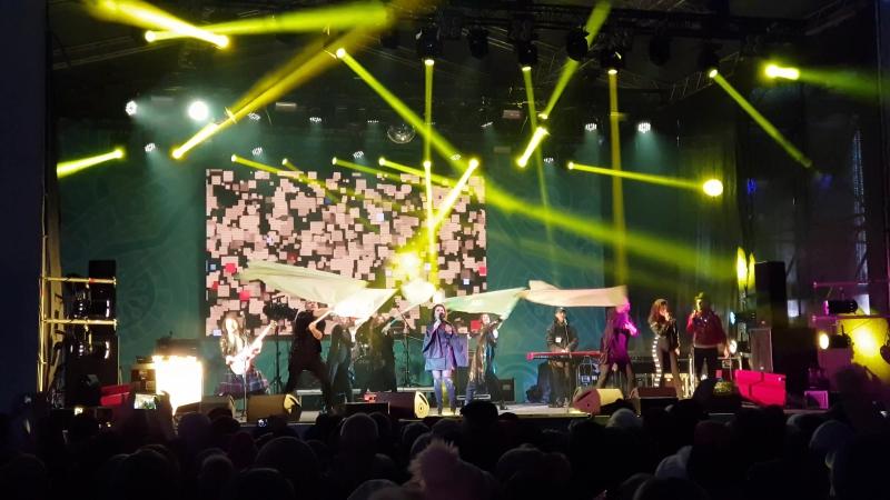 Наташа Королева - Желтые тюльпаны (Новогодняя ночь на Советской площади, г. Ярославль, 31.12.2017)