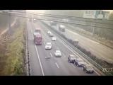 В Китае бараны перебегающие через дорогу стали причиной серьезной аварии, в которой погибло несколько человек.