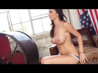 Круглая попка и большие натуральные сиськи порно