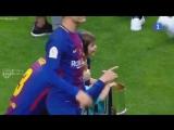 Шакира на трибуне во время матча Севилья 0:5 Барселона