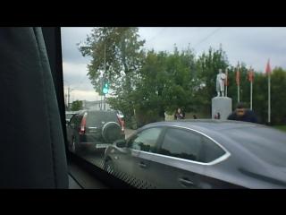 Стоянка авто у пешеходных переходов на проежей части дороги по ул.Вокзальная (начало Московского пр-та)
