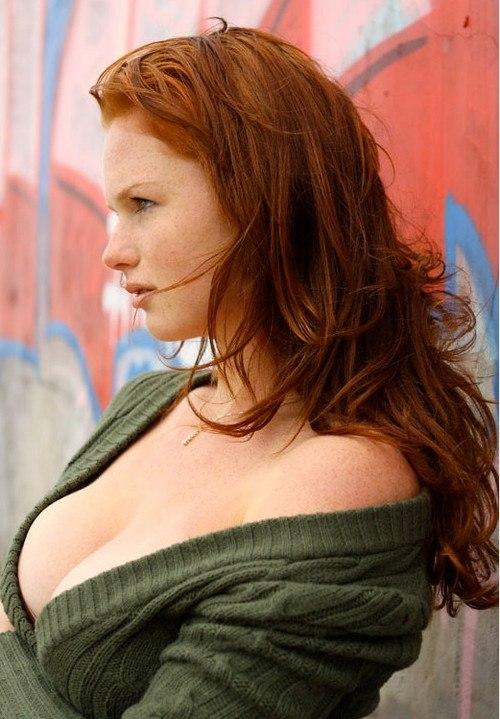 Redhead in big tits latinsexz com