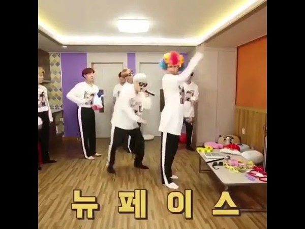 Dance TEAHYUNG BTS BTS RUN танец Тэхена в костюме клоуна