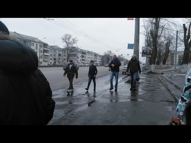 Потасовка между маршрутчиками и пешеходами в Челябинске