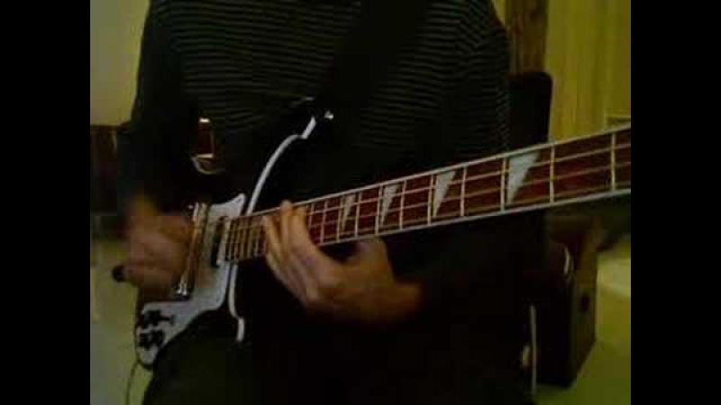 Double thumpin' funkgroove on Rickenbacker bass