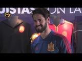 Isco recibe el cariño de su tierra y entra en el museo del Málaga CF
