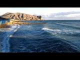 Зимнее море и солнце. Крым, Судак, Пляж и Набережная в январе.