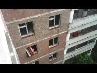 Вандалы в Припяти выбрасывают мебель