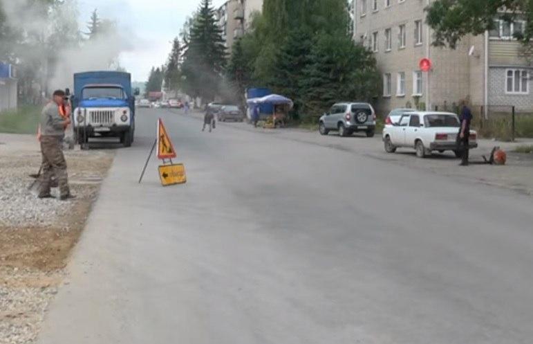 В станице Зеленчукской завершается ремонт участка автодороги на улице Мира