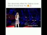 Девочка поёт песню Селены 'Same Old Love'