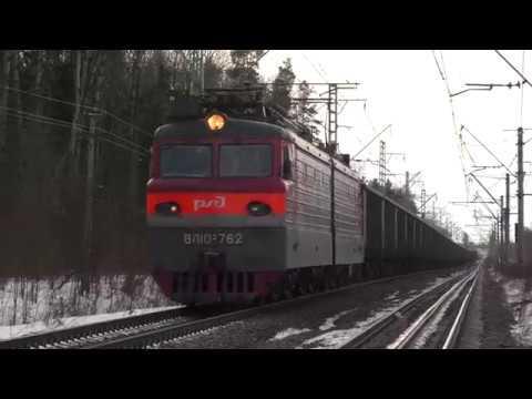 Электровоз ВЛ10У 762 с грузовым поездом и с приветливым помощником