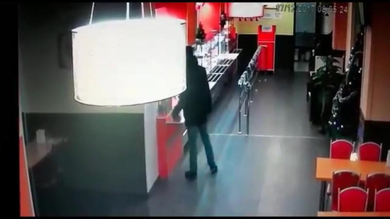 Украл ящик с пожертвованиями. В Астане разыскивают мужчину, попавшего на видео.mp4