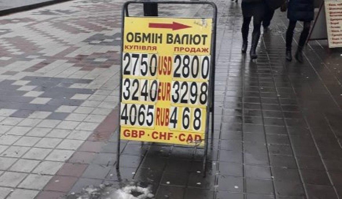 Экономист Иван Компан сообщил о переходе с гривен в доллары