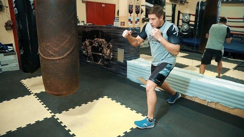 Левый боковой на скачке / Техника самого сильного удара в боксе