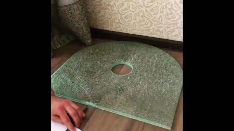 Столешница из стекла триплекс. С эффектом битого стекла. Когда смотришь залипаешь на пару минут. стеклотриплексспб изделияизст