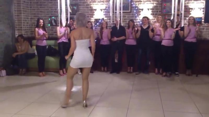 Шикарная супер танец попой.mp4