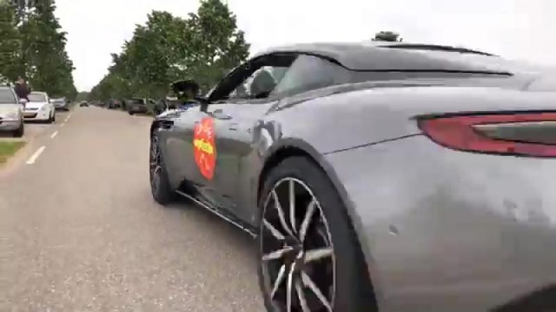 Gumbal - Supercars accelerating LOUD!! ...