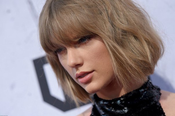 Далеко зашел: фанат Тейлор Свифт провел ночь в доме певицы